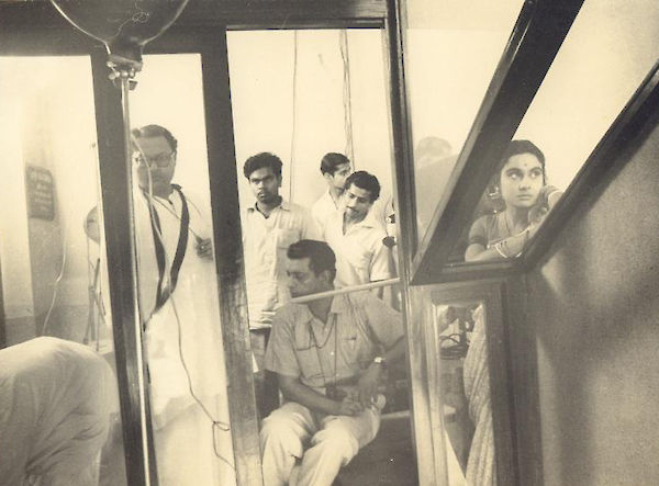Ray and his crew, on location, Mahanagar (1964)