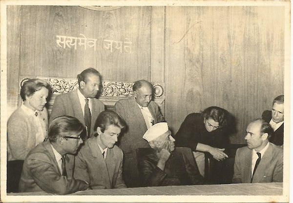 Garga, with Abbas in the office of the Prime Minister, Jawaharlal Nehru, with a delegation from Russia